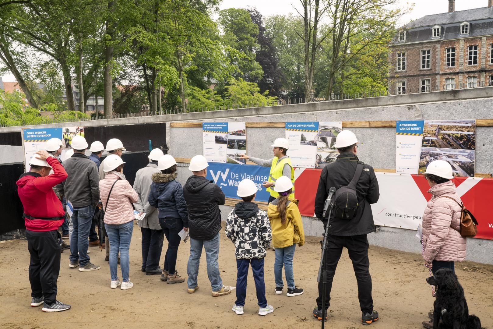 2.250 bezoekers genoten van een leerrijke wandeling over en onder de brug