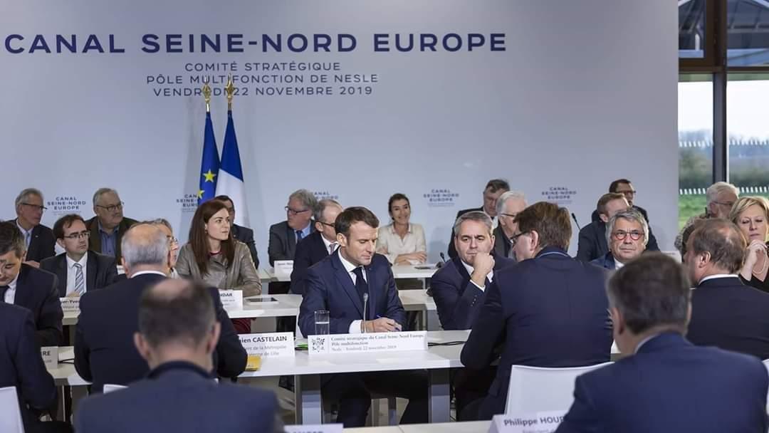 President Macron tijdens het strategisch comité over het kanaal Seine-Nord Europe - © Twitter @hautsdefrance