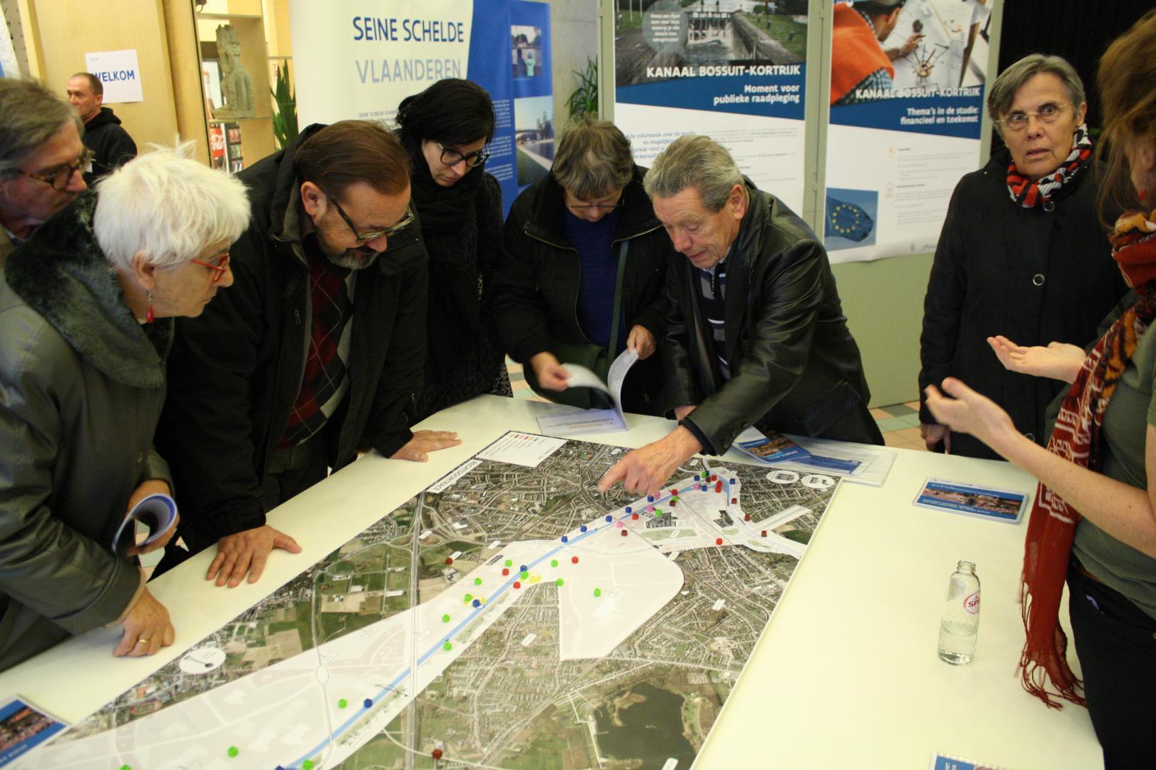 Tijdens infomarkten konden bewoners mee nadenken over de verschillende elementen in het onderzoek en eventuele opmerkingen formuleren