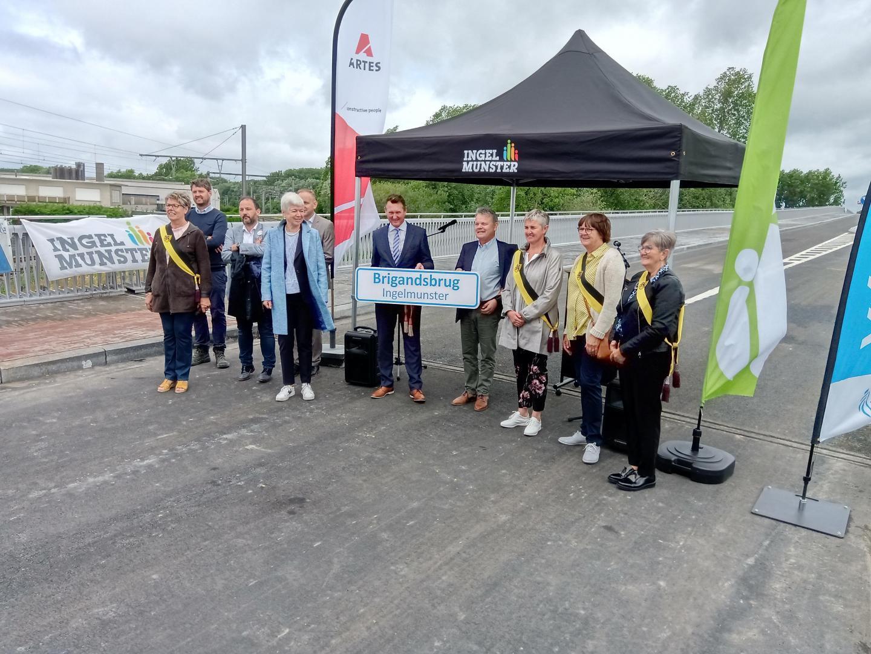 De Vlaamse Waterweg nv en de gemeente Ingelmunster onthullen de nieuwe brugnaam, gekozen door de bewoners