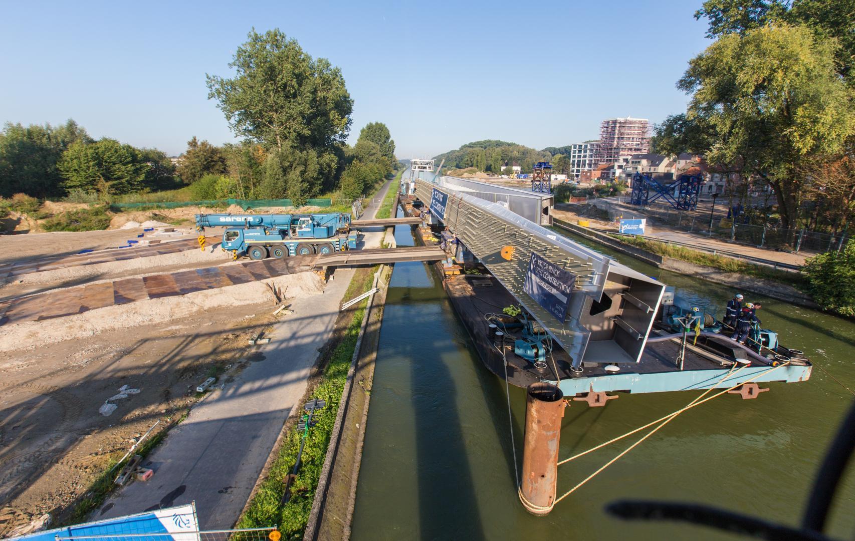 Stalen boogstructuur nieuwe brug Ingelmunster